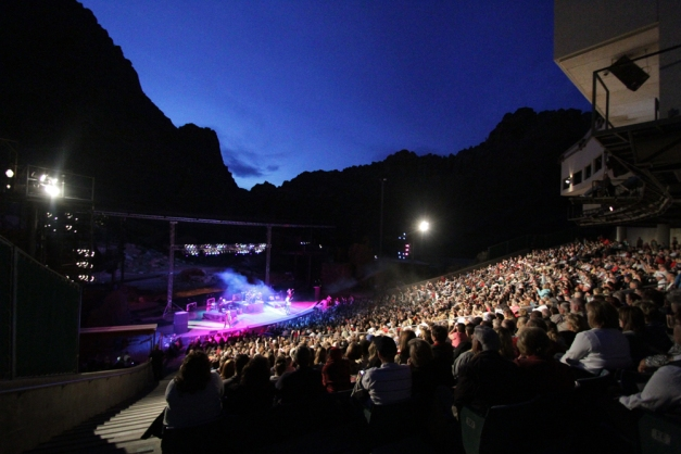 View of stage and looming canyon